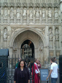 Dr. King visited the statue of her uncle, Martin Luther King, Jr. (MLK) above the Great West Door to Westminster Abbey.